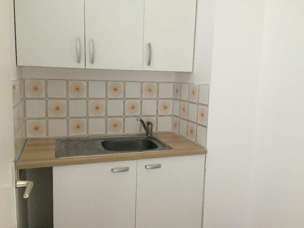 Appartement à louer 2 28.25m2 à Nice vignette-2