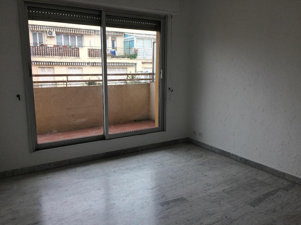 Appartement à louer 2 28.25m2 à Nice vignette-3