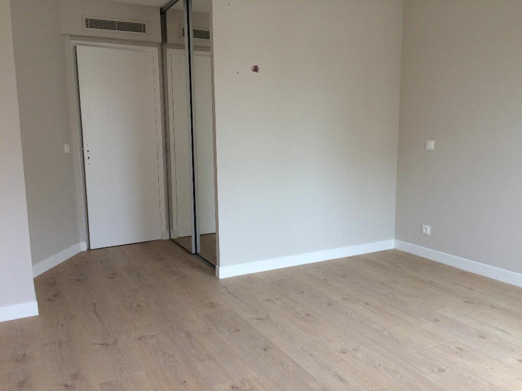 Appartement à louer 3 72.12m2 à Nice vignette-6