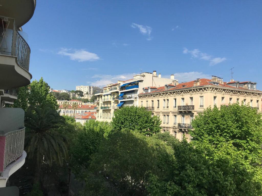 Appartement à louer 3 72.12m2 à Nice vignette-12