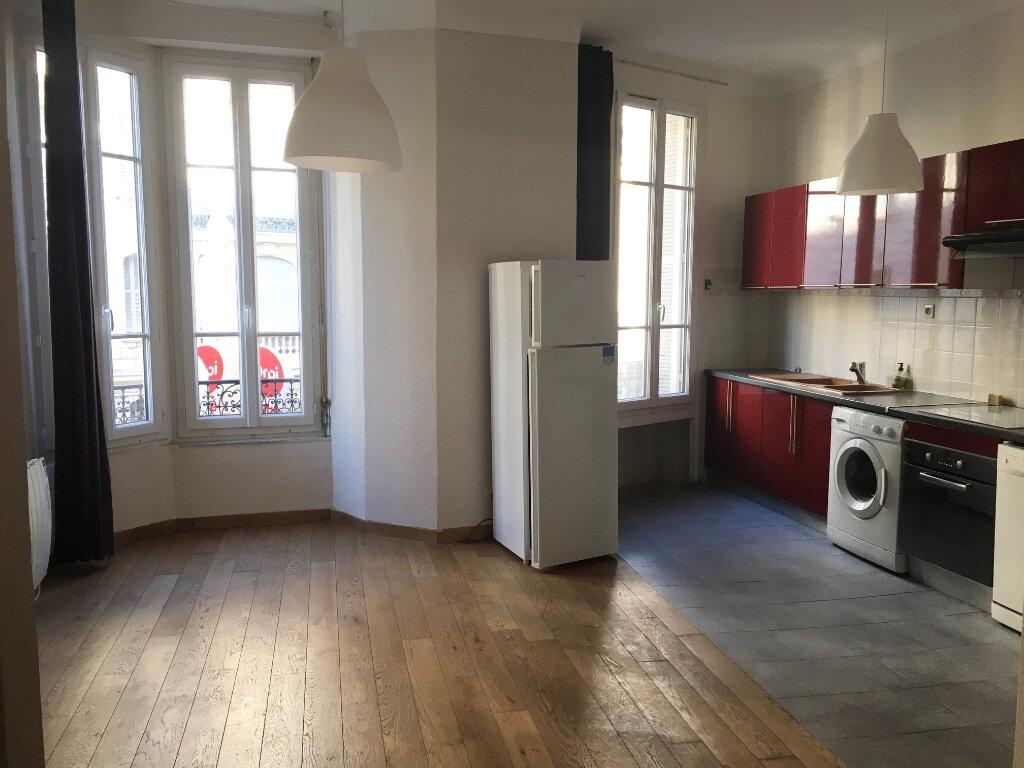 Appartement à louer 3 55.16m2 à Nice vignette-1