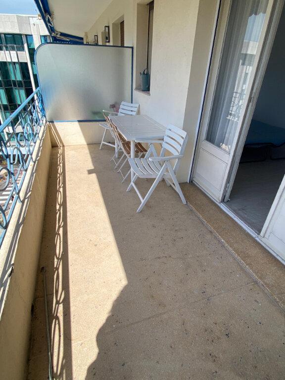 Appartement à louer 1 27m2 à Cannes vignette-2