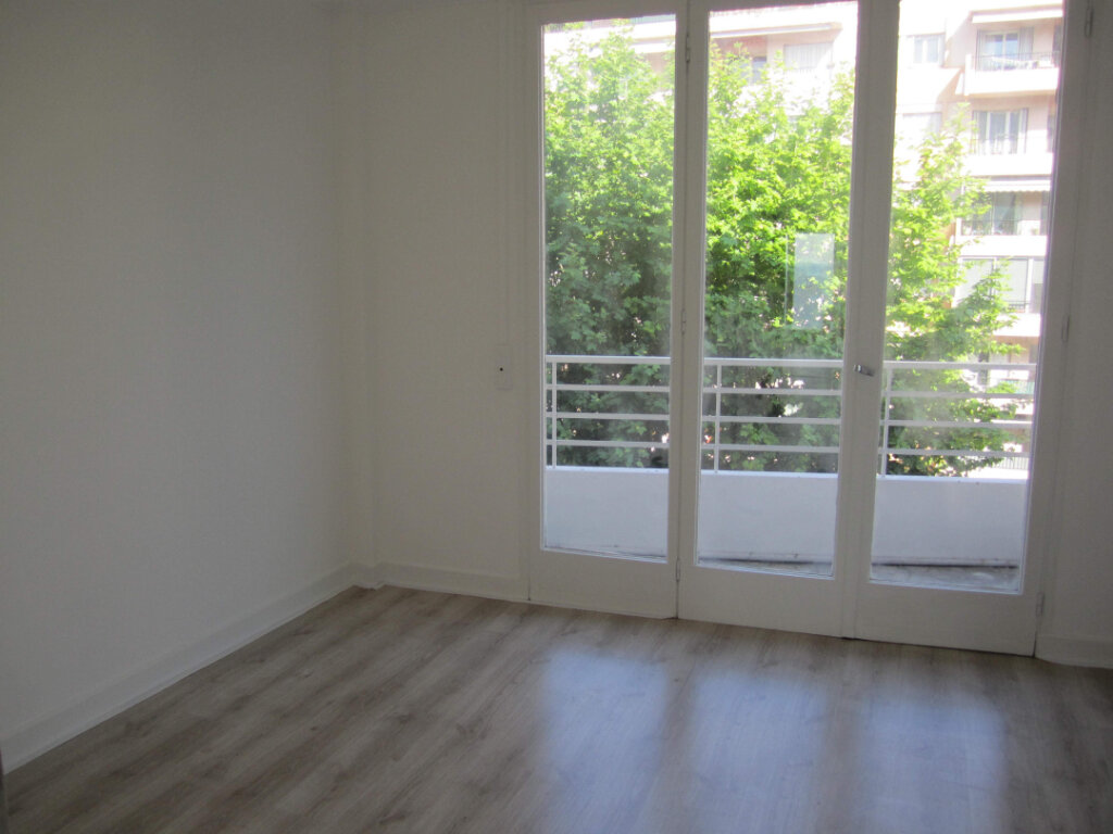Appartement à louer 2 37.74m2 à Nice vignette-6