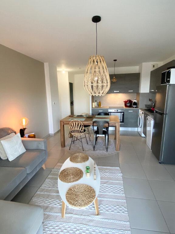 Appartement à louer 3 56.75m2 à Nice vignette-3