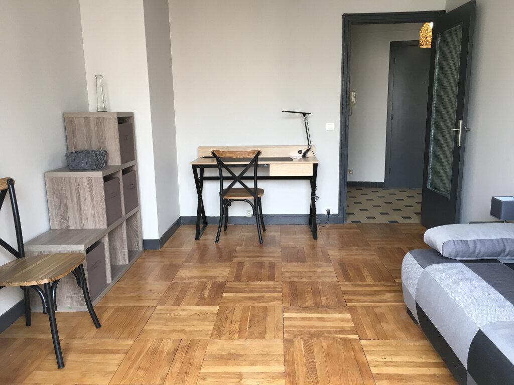 Appartement à louer 1 32.2m2 à Nice vignette-1