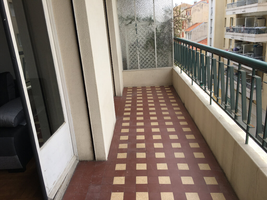 Appartement à louer 1 32.2m2 à Nice vignette-3