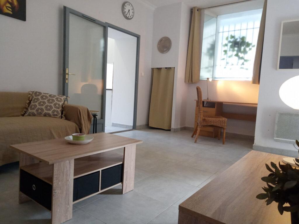 Appartement à louer 2 37.73m2 à Cannes vignette-1