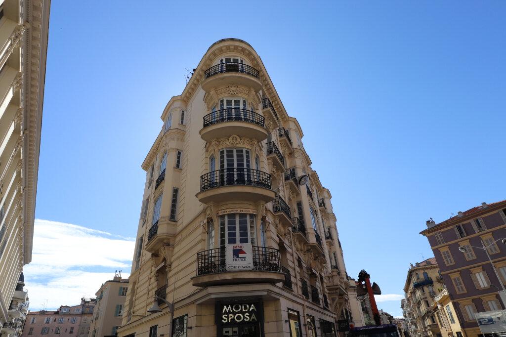 Appartement à louer 4 172.03m2 à Nice vignette-2
