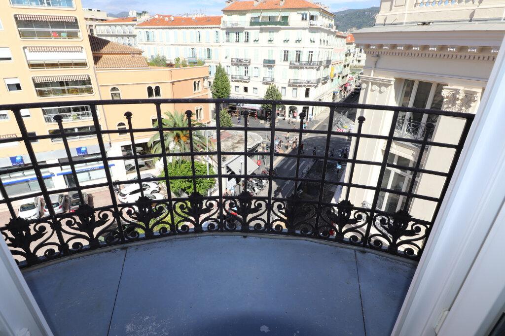 Appartement à louer 4 172.03m2 à Nice vignette-3