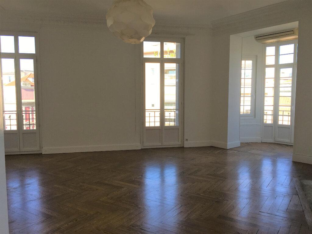 Appartement à louer 4 172.03m2 à Nice vignette-5
