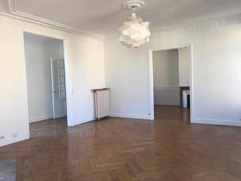 Appartement à louer 4 172.03m2 à Nice vignette-6