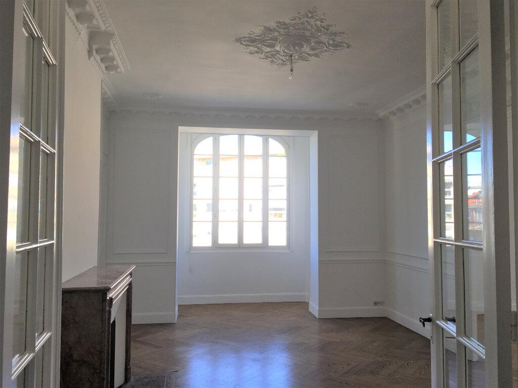 Appartement à louer 4 172.03m2 à Nice vignette-7