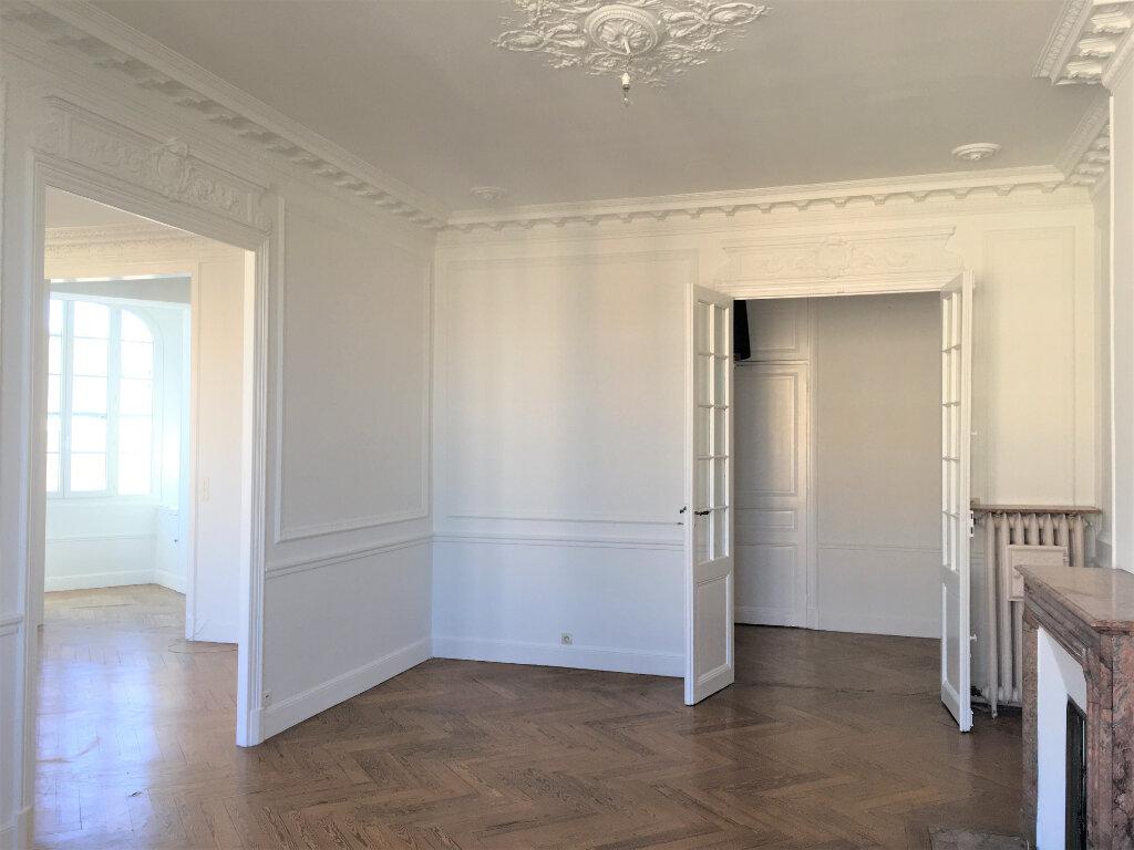 Appartement à louer 4 172.03m2 à Nice vignette-8