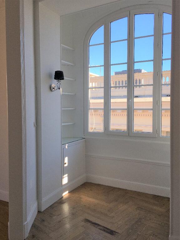 Appartement à louer 4 172.03m2 à Nice vignette-9