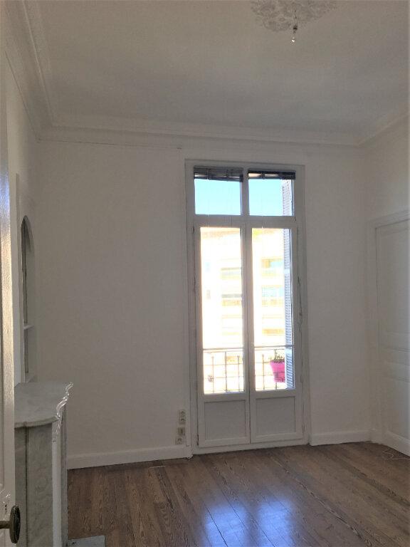 Appartement à louer 4 172.03m2 à Nice vignette-11