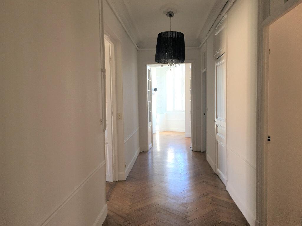 Appartement à louer 4 172.03m2 à Nice vignette-15