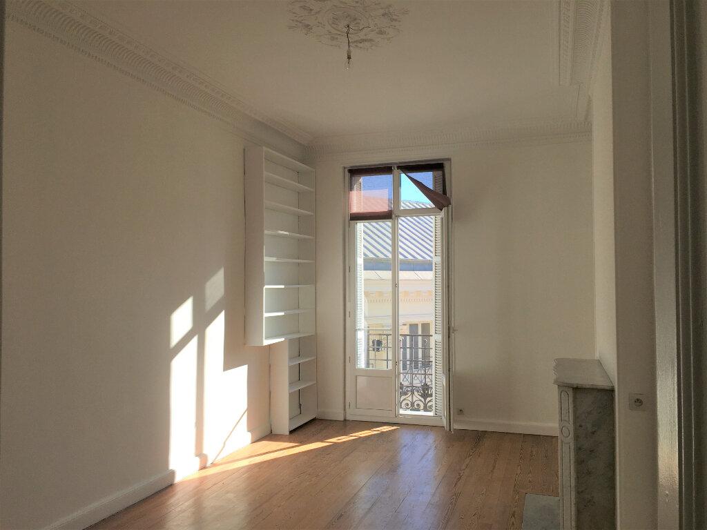 Appartement à louer 4 172.03m2 à Nice vignette-16