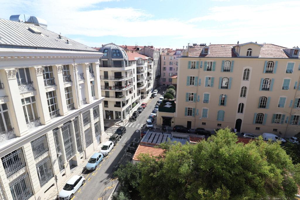 Appartement à louer 4 172.03m2 à Nice vignette-17
