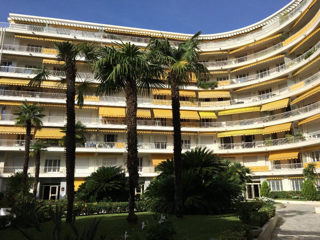Appartement à louer 3 75.58m2 à Nice vignette-1
