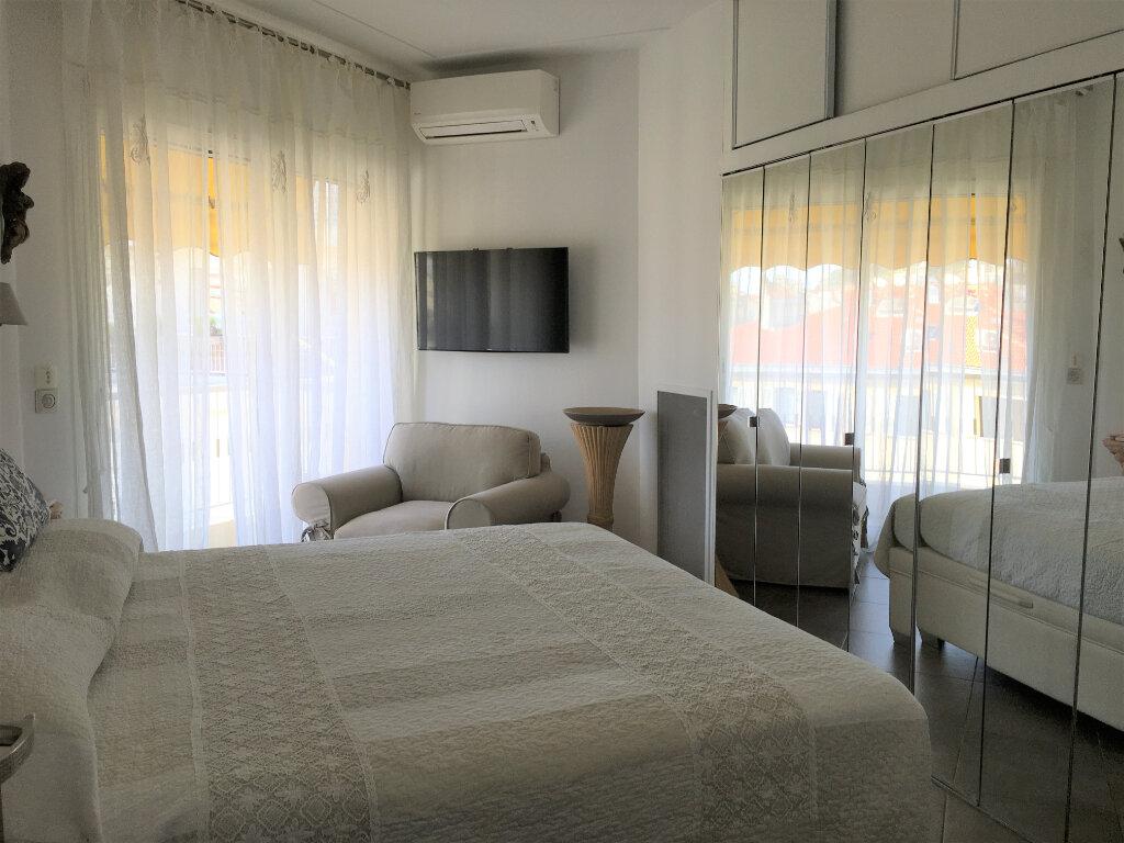 Appartement à louer 3 75.58m2 à Nice vignette-6