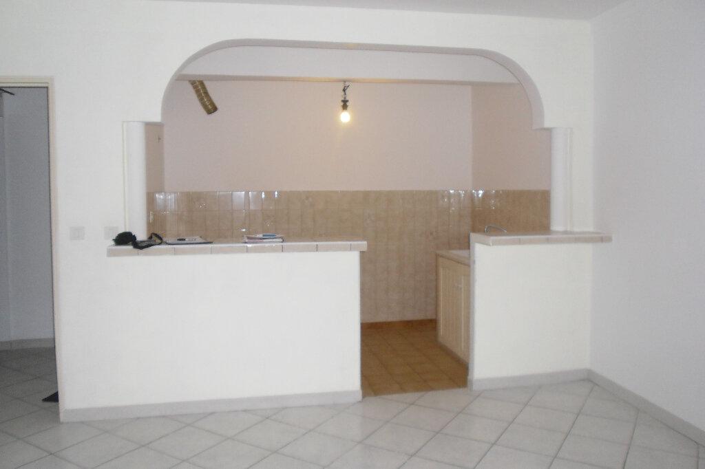 Appartement à louer 3 59m2 à L'Escarène vignette-1