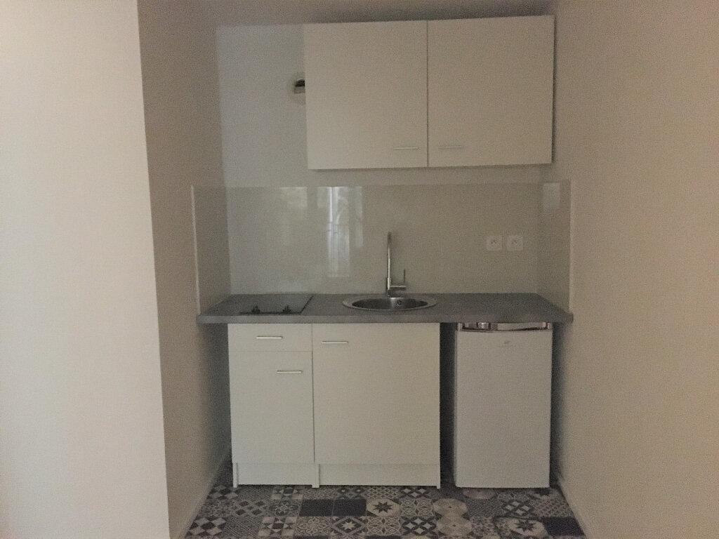 Appartement à louer 1 23.57m2 à Nice vignette-4