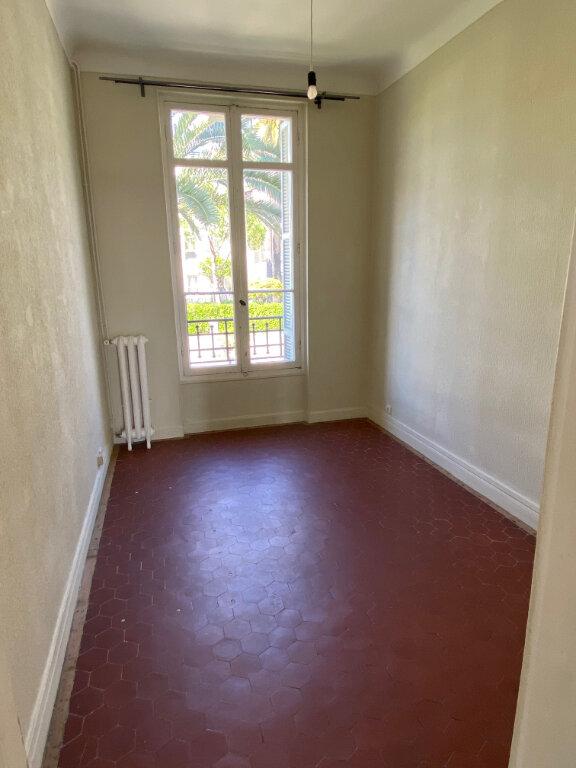 Appartement à louer 4 80.28m2 à Nice vignette-7