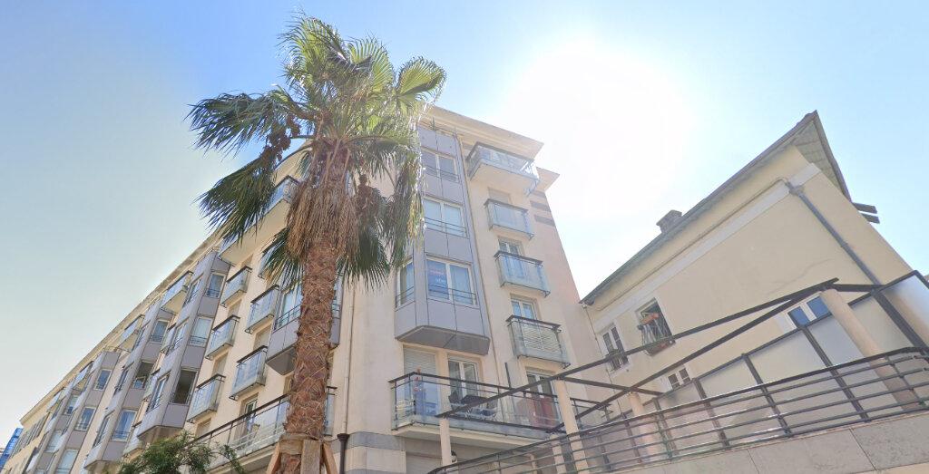 Appartement à louer 3 72.88m2 à Nice vignette-1