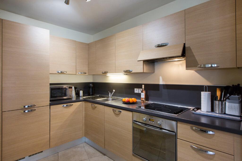 Appartement à louer 3 72.88m2 à Nice vignette-4