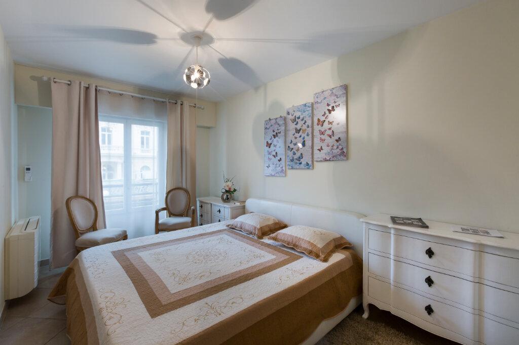 Appartement à louer 3 72.88m2 à Nice vignette-5
