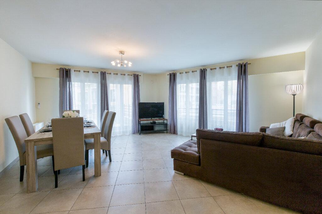 Appartement à louer 3 72.88m2 à Nice vignette-11