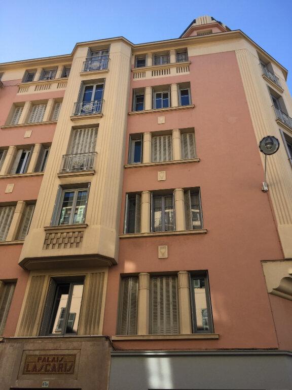 Appartement à louer 1 28m2 à Nice vignette-1