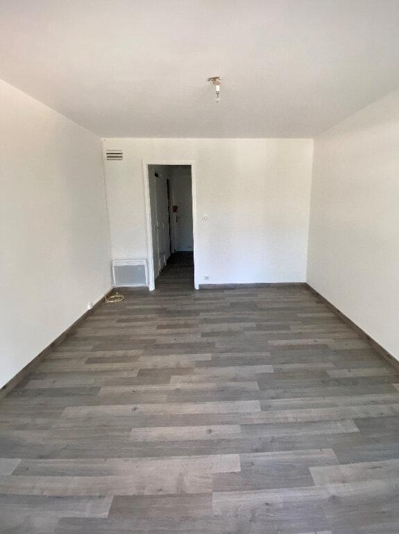 Appartement à louer 1 23.02m2 à Juan-les-Pins - Antibes vignette-2