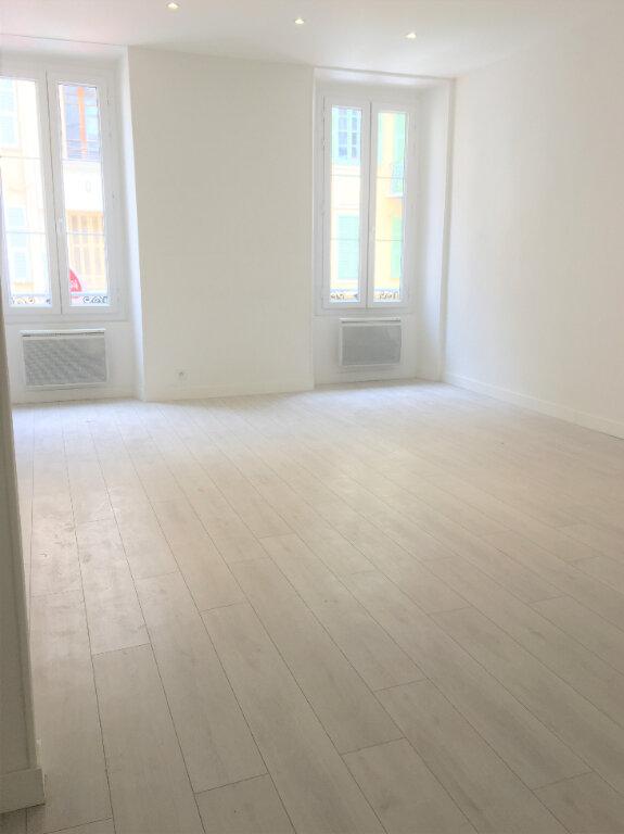 Appartement à louer 3 84.57m2 à Nice vignette-2