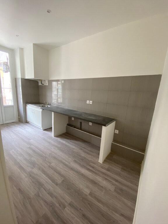 Appartement à louer 3 84.57m2 à Nice vignette-4