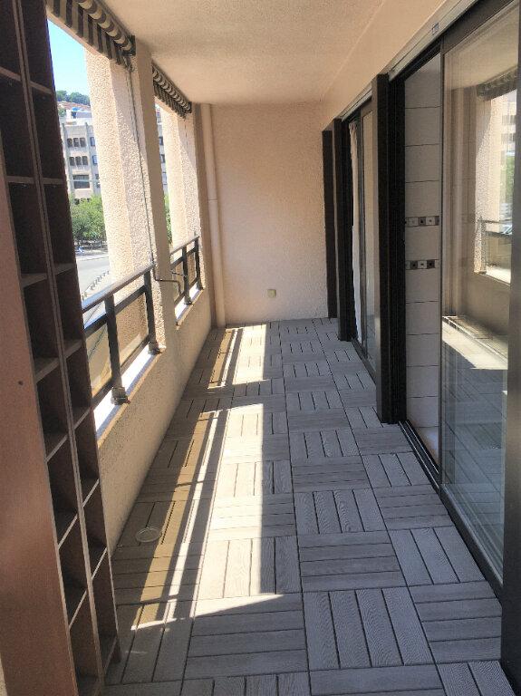 Appartement à louer 2 42m2 à Nice vignette-2