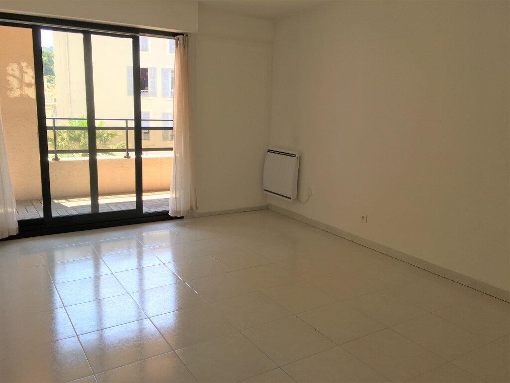Appartement à louer 2 42m2 à Nice vignette-3