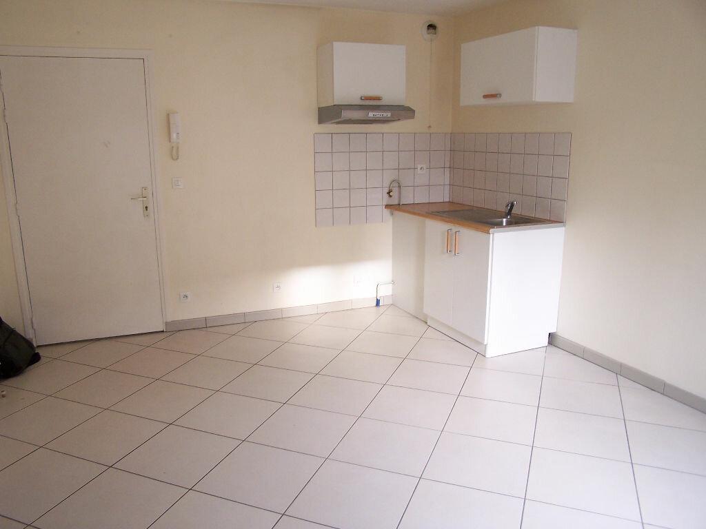 Appartement à louer 2 33m2 à Vaux-sur-Seine vignette-2