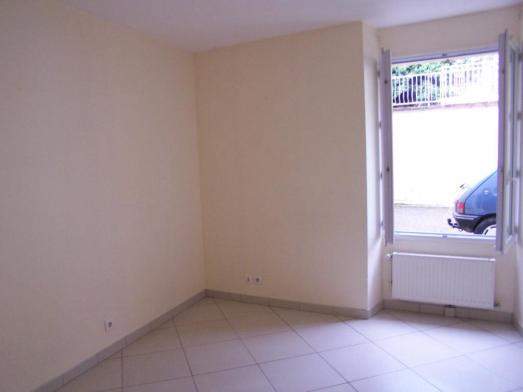 Appartement à louer 2 33m2 à Vaux-sur-Seine vignette-4