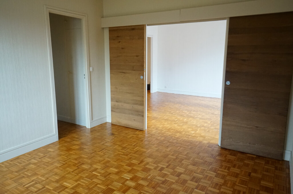 Appartement à louer 4 89m2 à Saint-Germain-en-Laye vignette-4