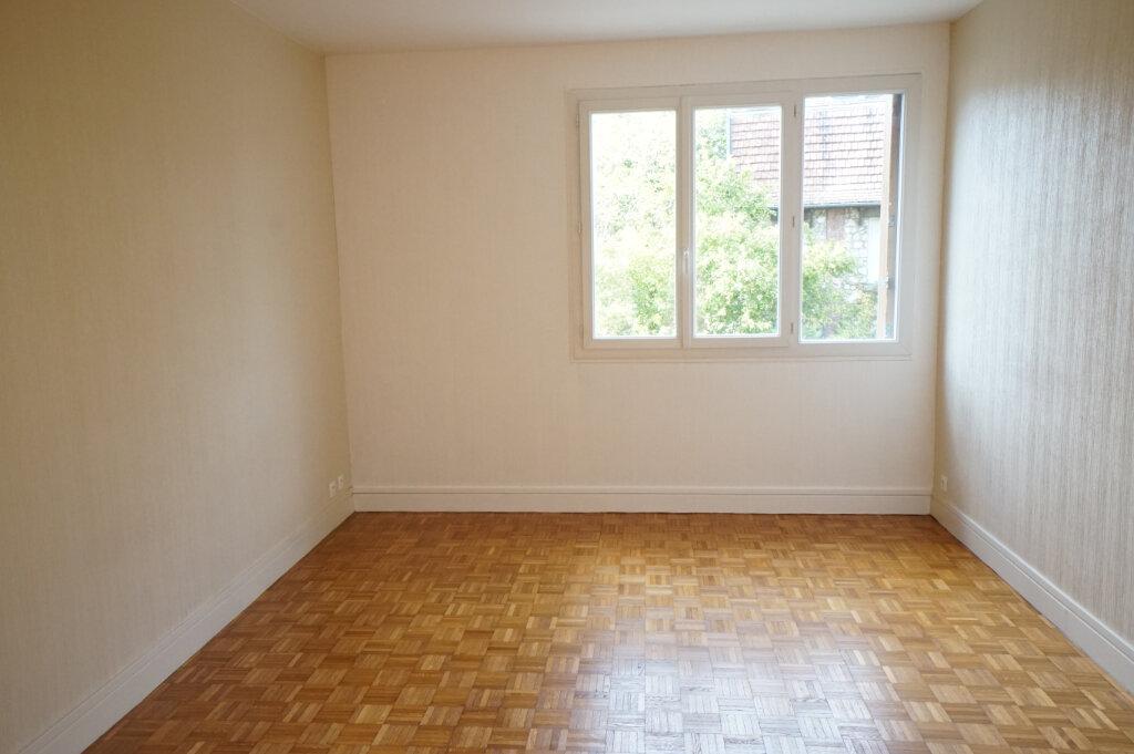 Appartement à louer 4 89m2 à Saint-Germain-en-Laye vignette-6