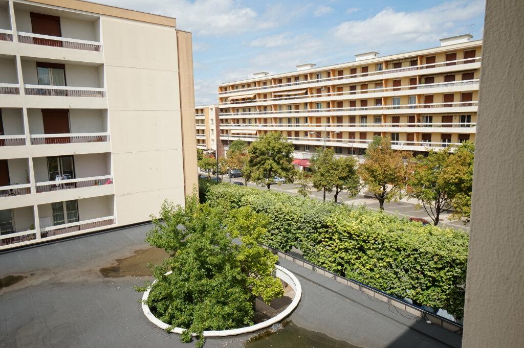 Appartement à louer 3 66.38m2 à Poissy vignette-1