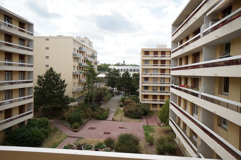 Appartement à louer 3 66.38m2 à Poissy vignette-2
