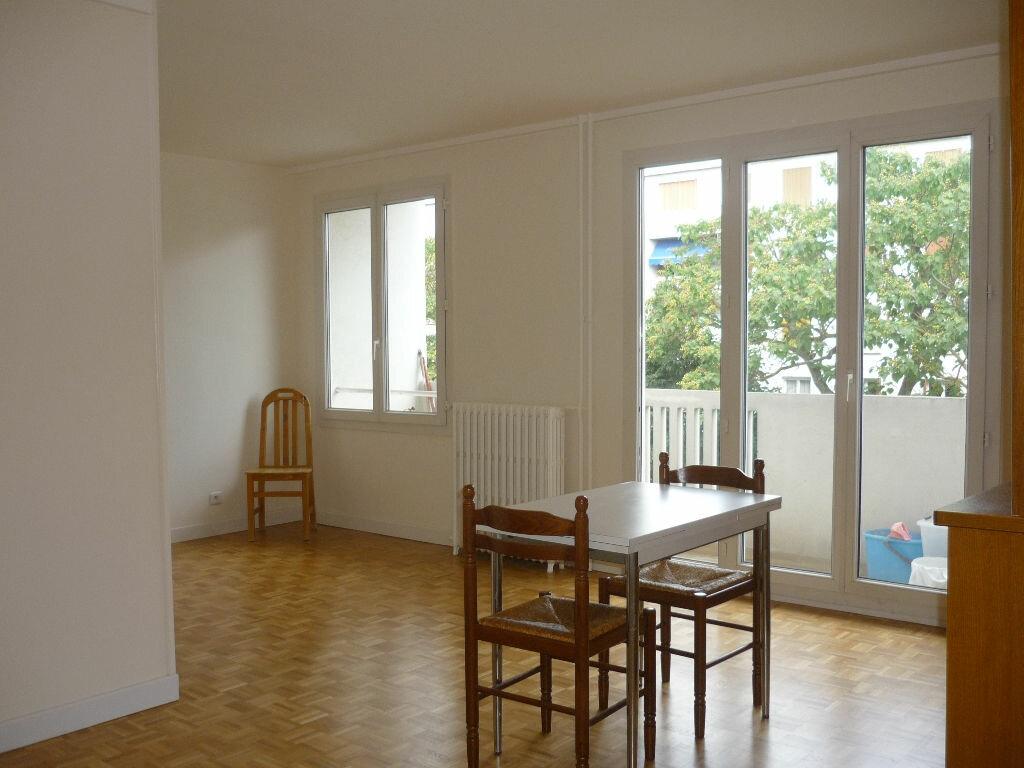 Appartement à louer 2 52.56m2 à Chevilly-Larue vignette-1