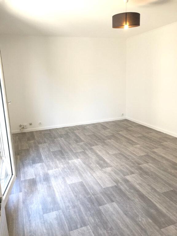 Appartement à louer 3 68.02m2 à Fontenay-aux-Roses vignette-3