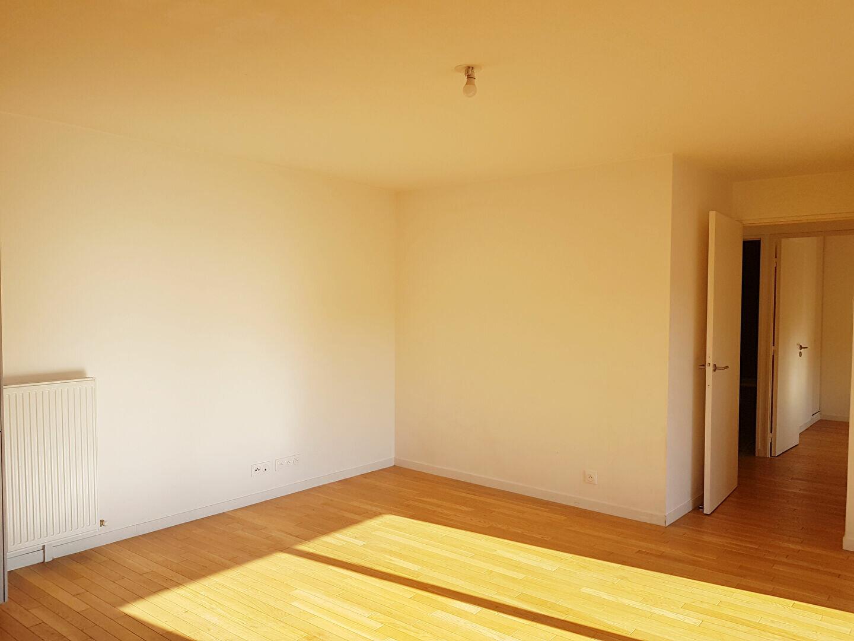 Appartement à louer 4 70.06m2 à Cachan vignette-2