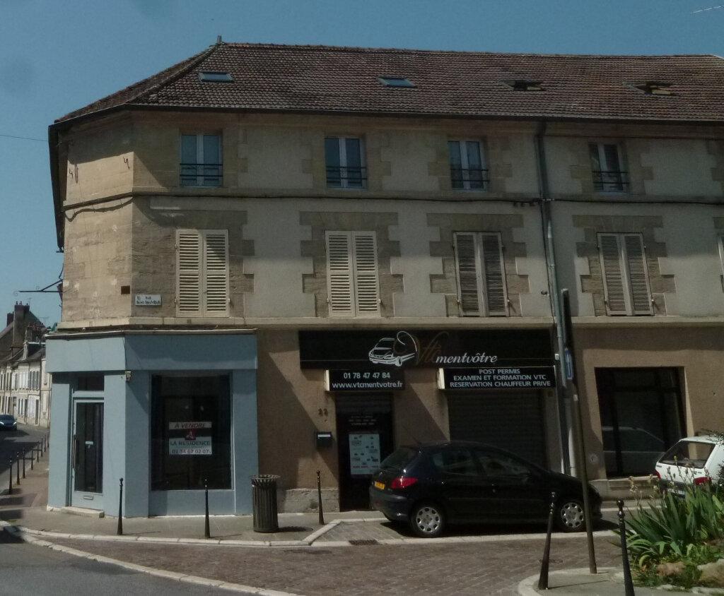 Appartement à louer 1 29.7m2 à Magny-en-Vexin vignette-1