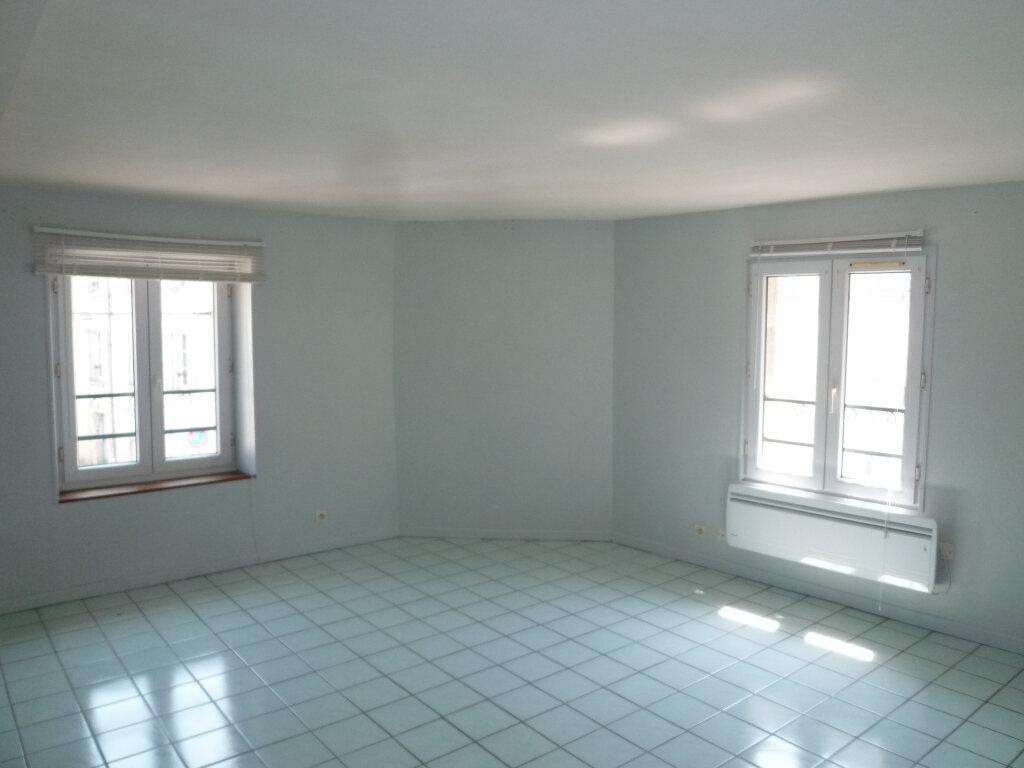 Appartement à louer 1 29.7m2 à Magny-en-Vexin vignette-2