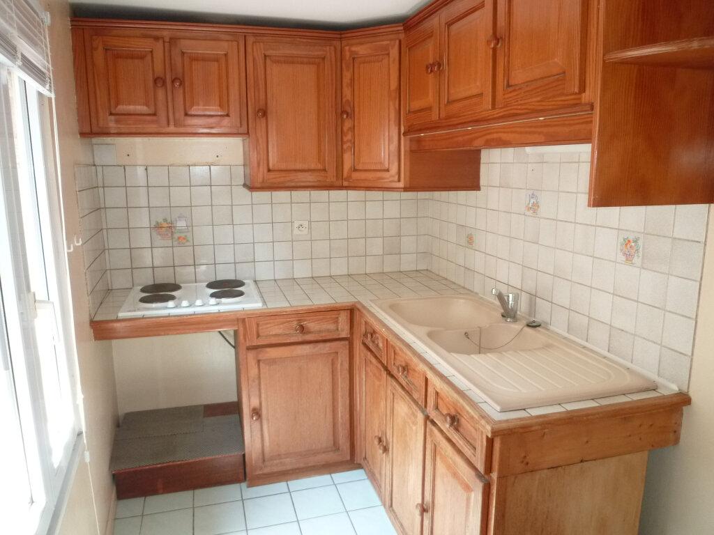 Appartement à louer 1 29.7m2 à Magny-en-Vexin vignette-3