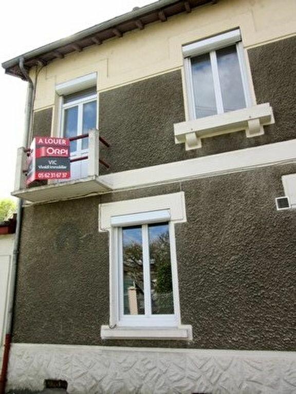 Appartement à louer 1 35m2 à Tarbes vignette-1